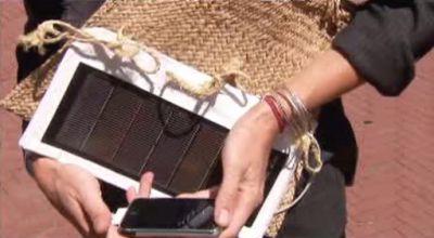 Kabelka se solárními články